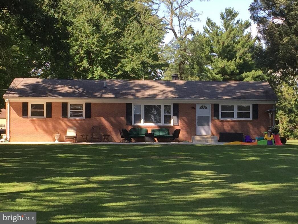 Maison unifamiliale pour l Vente à 21410 Springfield Road 21410 Springfield Road Bushwood, Maryland 20618 États-Unis