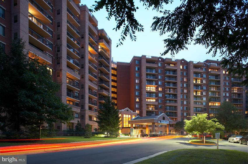 Appartement en copropriété pour l Vente à 2230 George C Marshall Dr #Phb 2230 George C Marshall Dr #Phb Falls Church, Virginia 22043 États-Unis