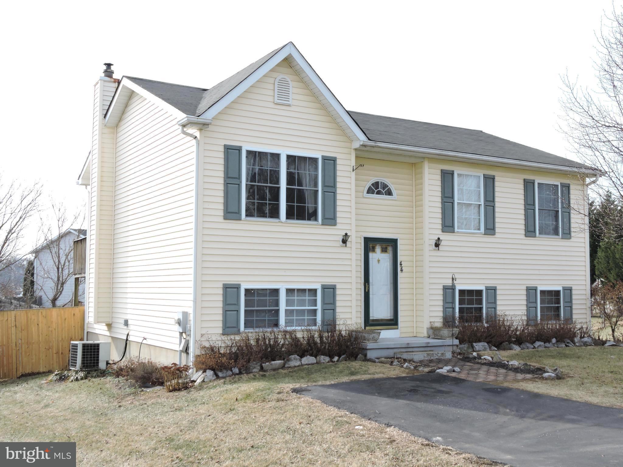 44 MOONLIGHT LN, Martinsburg, WV 25404 $164,900 www.mattridgeway.com ...
