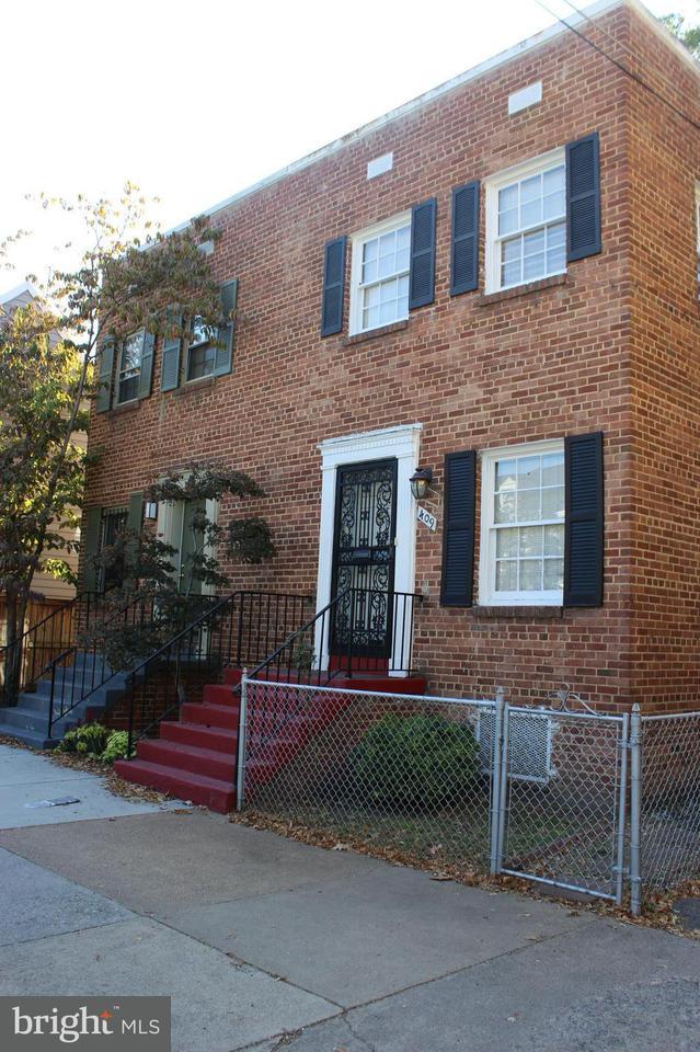 Doppelhaus für Verkauf beim 411 Royal St S 411 Royal St S Alexandria, Virginia 22314 Vereinigte Staaten