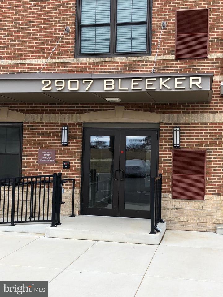 Appartement en copropriété pour l Vente à 2907 Bleeker St #101 2907 Bleeker St #101 Fairfax, Virginia 22031 États-Unis