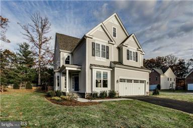 Maison unifamiliale pour l Vente à 8115 Asher Andrew Court 8115 Asher Andrew Court Springfield, Virginia 22153 États-Unis