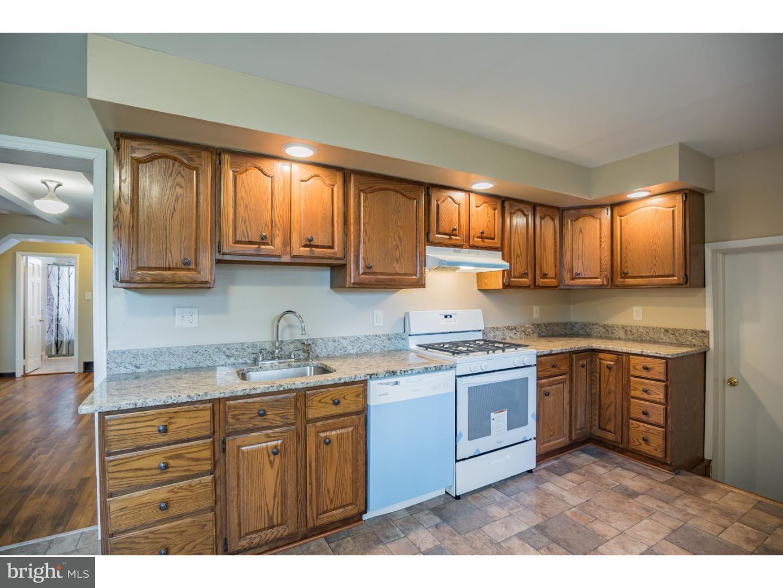 Maison unifamiliale pour l Vente à 428 CHESTER Avenue Bellmawr, New Jersey 08031 États-Unis