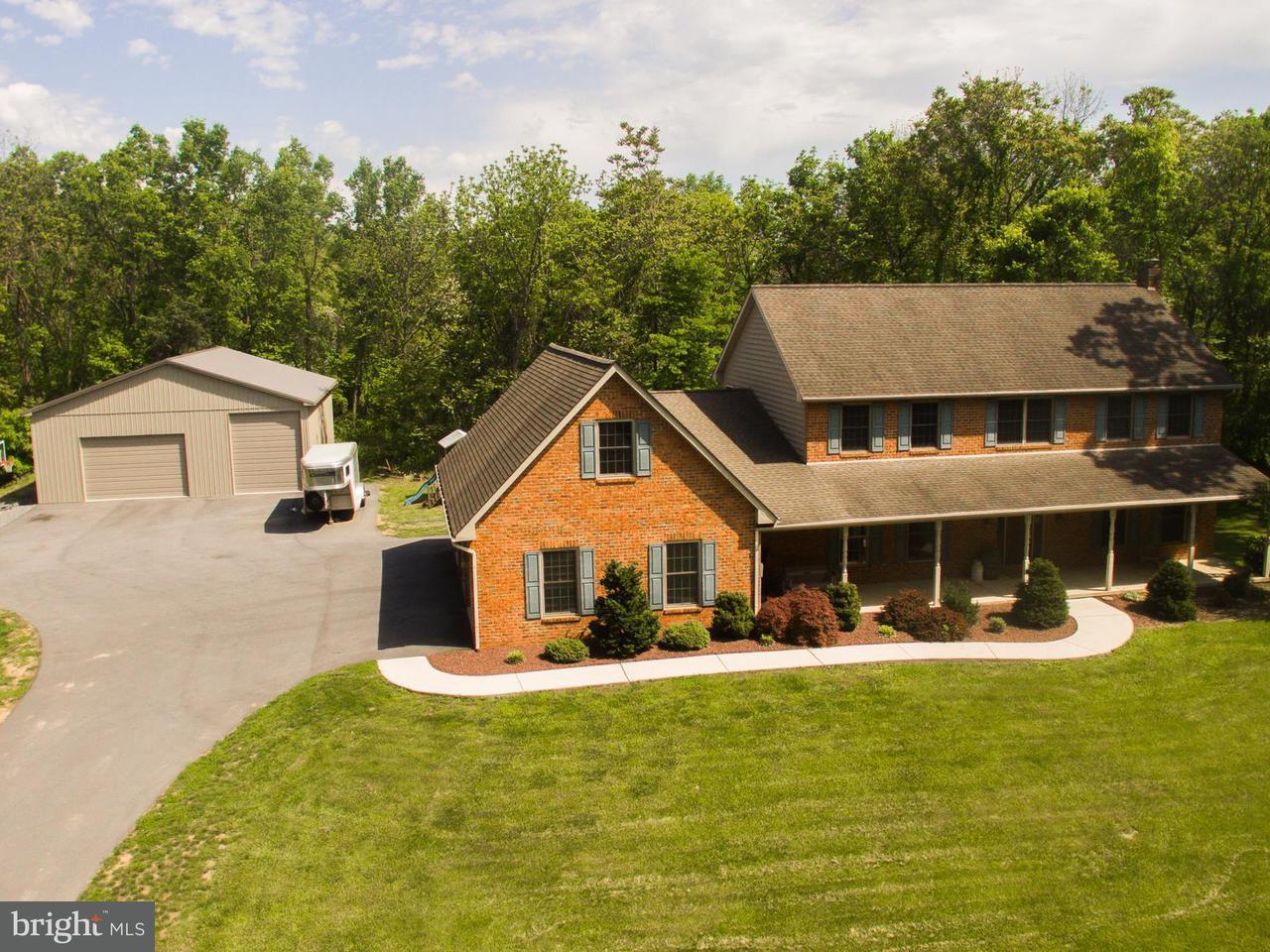 獨棟家庭住宅 為 出售 在 8703 Neck Road 8703 Neck Road Williamsport, 馬里蘭州 21795 美國