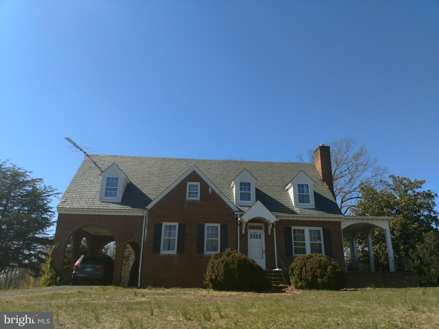 Single Family for Sale at 181 Sprouses Corner Rd Dillwyn, Virginia 23936 United States