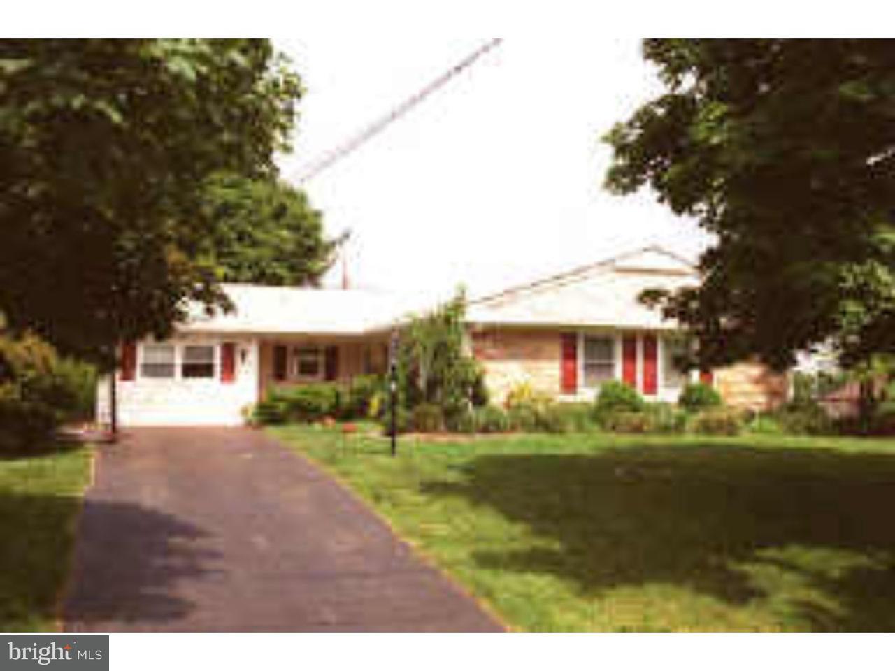 Частный односемейный дом для того Продажа на 14 TAMARACK Road Somerset, Нью-Джерси 08873 Соединенные ШтатыВ/Около: Franklin Township