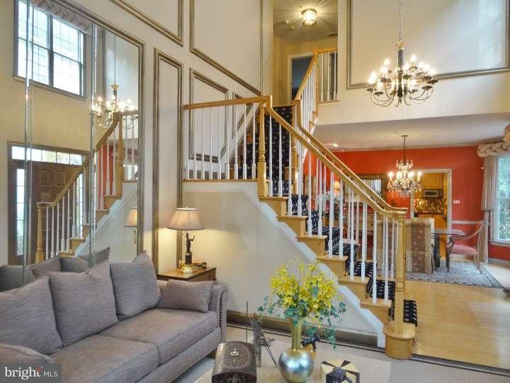 Частный односемейный дом для того Продажа на 403 MERION HILL Lane West Conshohocken, Пенсильвания 19428 Соединенные Штаты