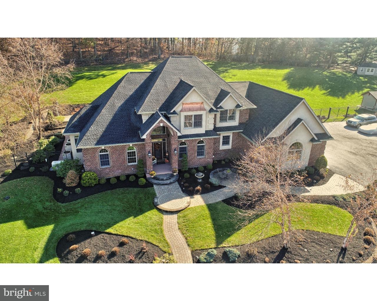 独户住宅 为 销售 在 212 HILLVIEW Circle Leesport, 宾夕法尼亚州 19533 美国
