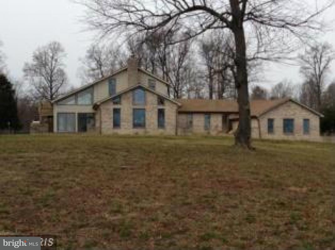 Single Family for Sale at 11275 Edge Hill Rd Newburg, Maryland 20664 United States