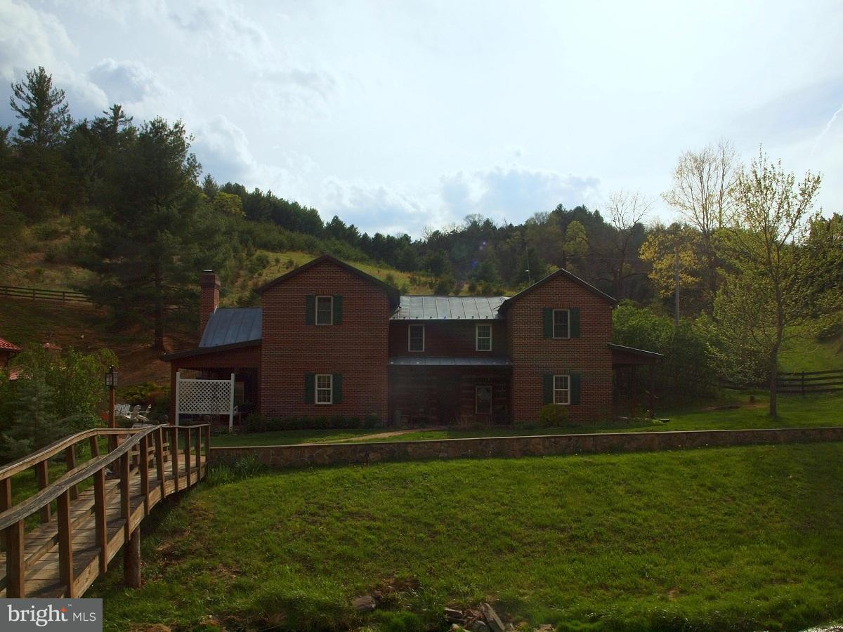 Single Family for Sale at 981 Hammer Run Road Franklin, West Virginia 26807 United States