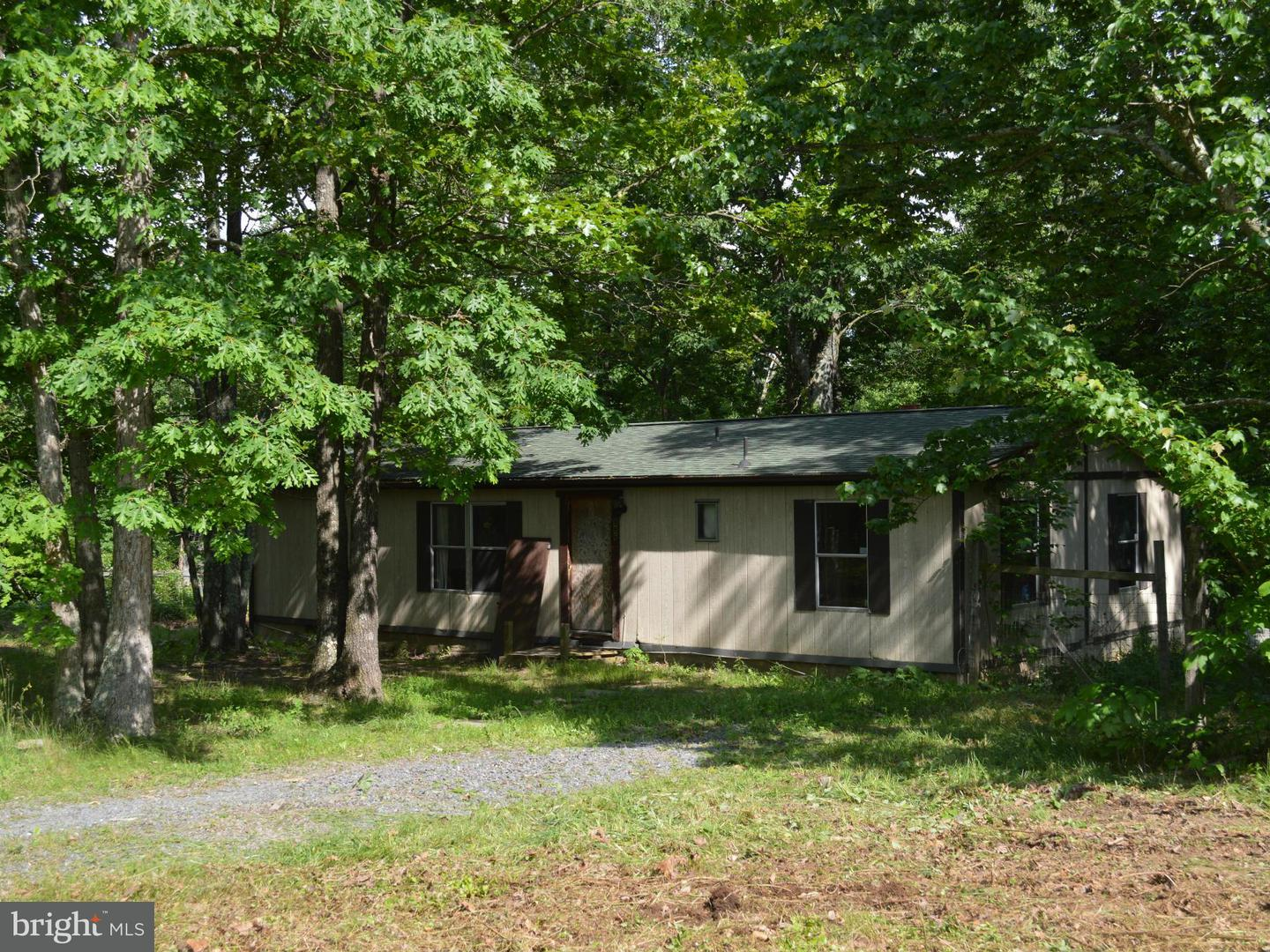 Single Family for Sale at 886 Indian Rock Rd Lebanon Church, Virginia 22641 United States