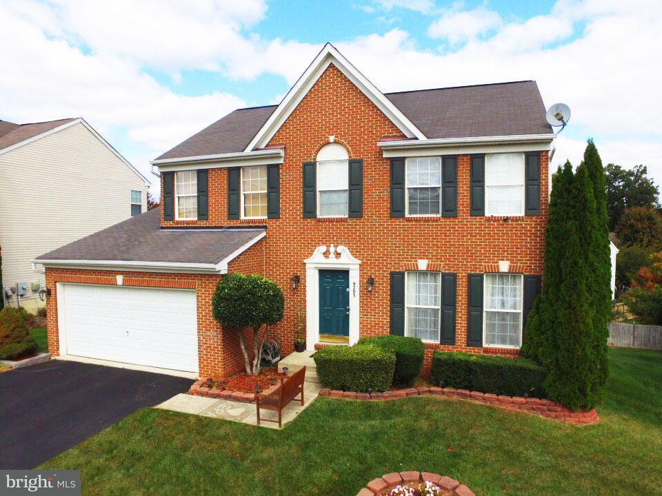 Maison unifamiliale pour l Vente à 9203 Streetephanie Street 9203 Streetephanie Street Manassas Park, Virginia 20111 États-Unis