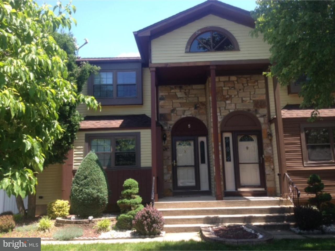 联栋屋 为 出租 在 5 HANNAH Drive South Brunswick Township, 新泽西州 08810 美国在/周边: South Brunswick Township