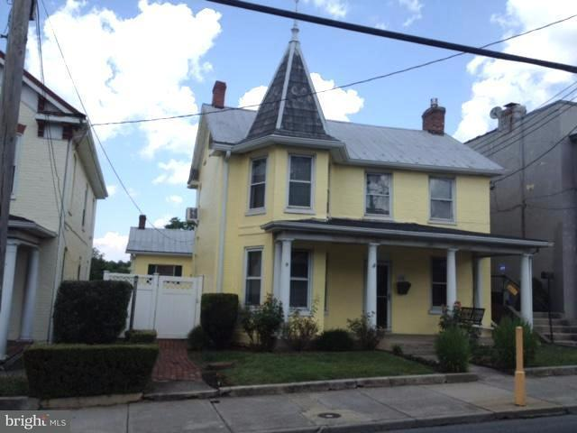 Photo of home for sale at 636 Queen Street N, Martinsburg WV