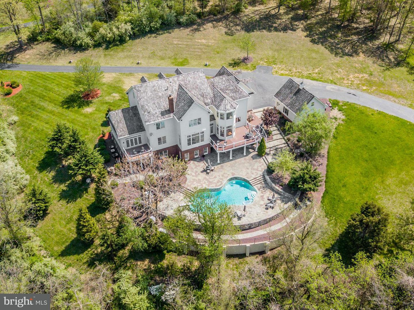Single Family for Sale at 41177 Nestlewood Farm Ln Paeonian Springs, Virginia 20129 United States