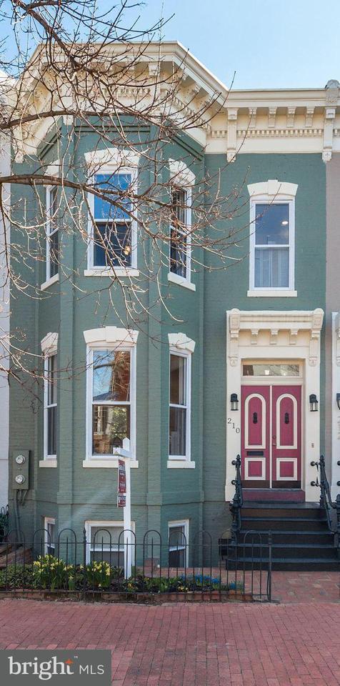 Casa unifamiliar adosada (Townhouse) por un Venta en 210 6th St Se 210 6th St Se Washington, Distrito De Columbia 20003 Estados Unidos