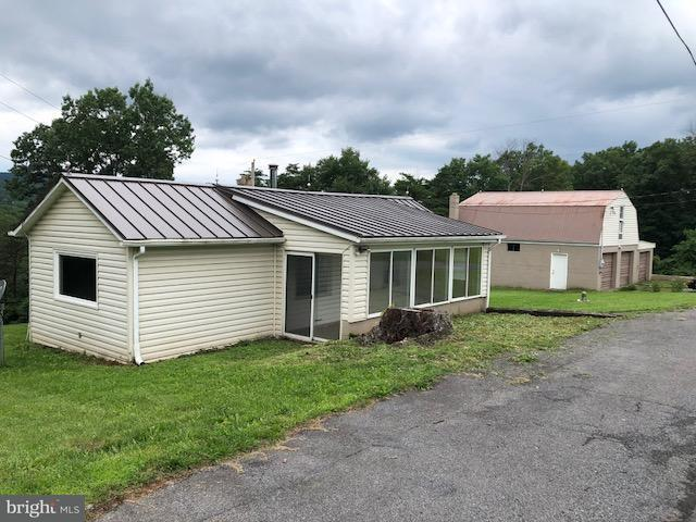 Single Family for Sale at 1065 Black Oak Rd Warfordsburg, Pennsylvania 17267 United States