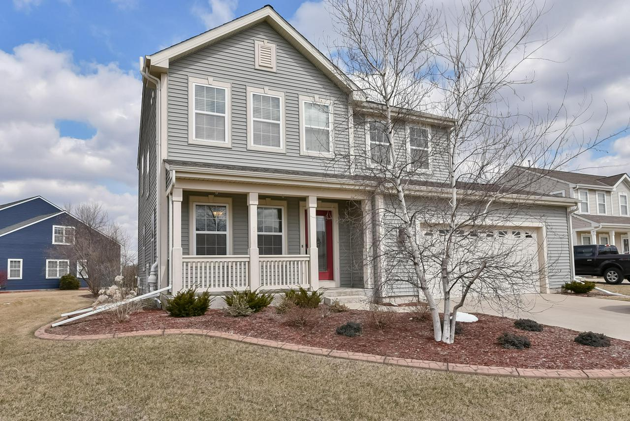 Stunning 4BD/2.5BA colonial in desirable Creekside Subdivision.This home features 9' ceilings,6 panel doors, laundry/mudroom,formal living room, open concept KIT/Living room,beautiful gas fireplace,eat-in KIT w/HWF's,corian countertops,breakfast bar,pantry,& SS appliances.HUGE Master Suite w/tray ceilings,bathroom w/Jacuzzi tub,corian countertop,double sinks,& WIC. Oversized 2.5 car garage has been drywalled & insulated, a HUGE deck, on a nice size lot complete the package. Call today!