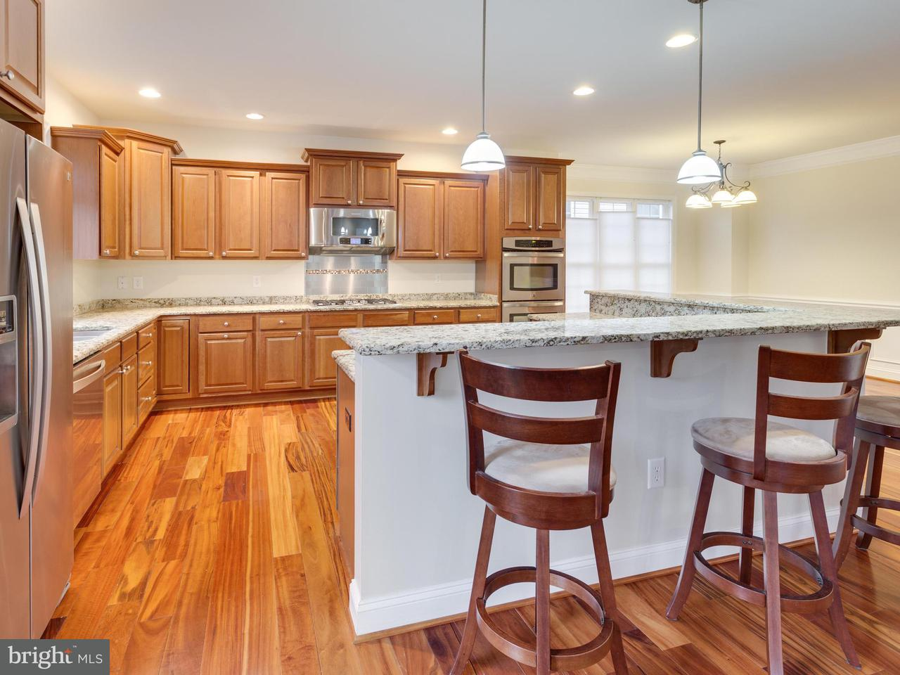 Additional photo for property listing at 10083 Main Street 10083 Main Street Fairfax, Virginia 22031 Verenigde Staten