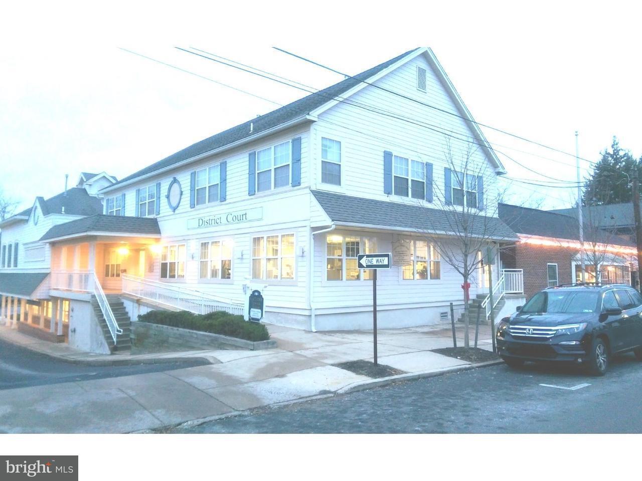 Casa Unifamiliar por un Venta en 28 N STATE ST #A Newtown, Pennsylvania 18940 Estados Unidos