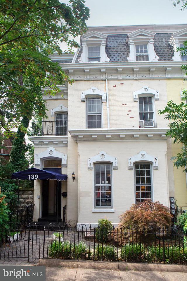 Casa unifamiliar adosada (Townhouse) por un Venta en 139 C St Se 139 C St Se Washington, Distrito De Columbia 20003 Estados Unidos
