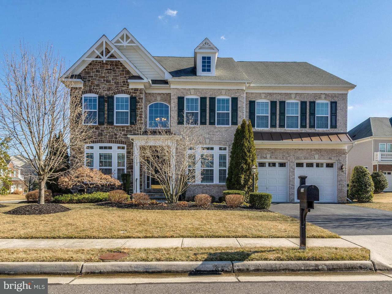 Maison unifamiliale pour l Vente à 7539 Red Hill Drive 7539 Red Hill Drive Springfield, Virginia 22153 États-Unis