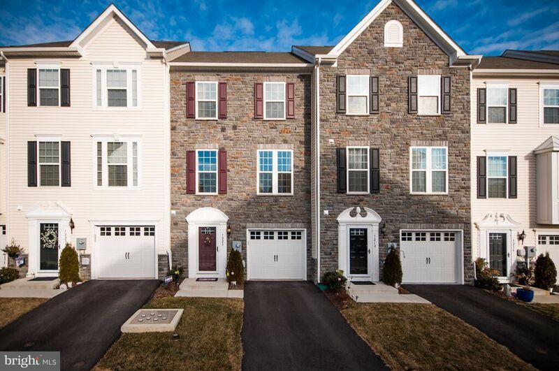 Single Family for Sale at 1223 Rannoch Ln York, Pennsylvania 17403 United States