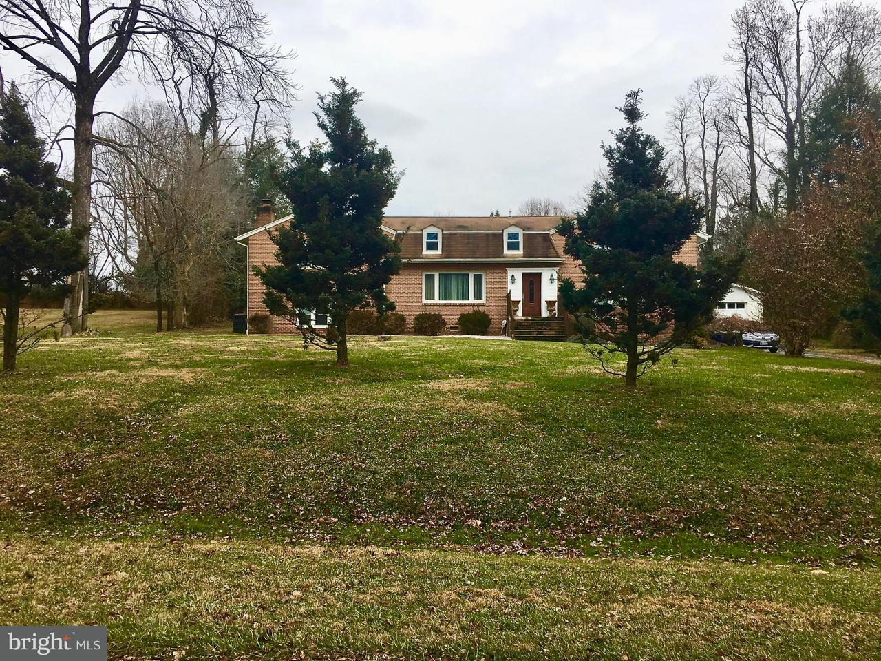 Maison unifamiliale pour l Vente à 10409 Holbrook Drive 10409 Holbrook Drive Rockville, Maryland 20854 États-Unis
