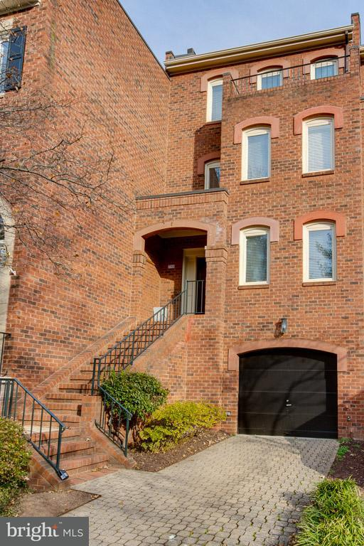 Townhouse for Sale at 3966 Georgetown Ct Nw 3966 Georgetown Ct Nw Washington, District Of Columbia 20007 United States