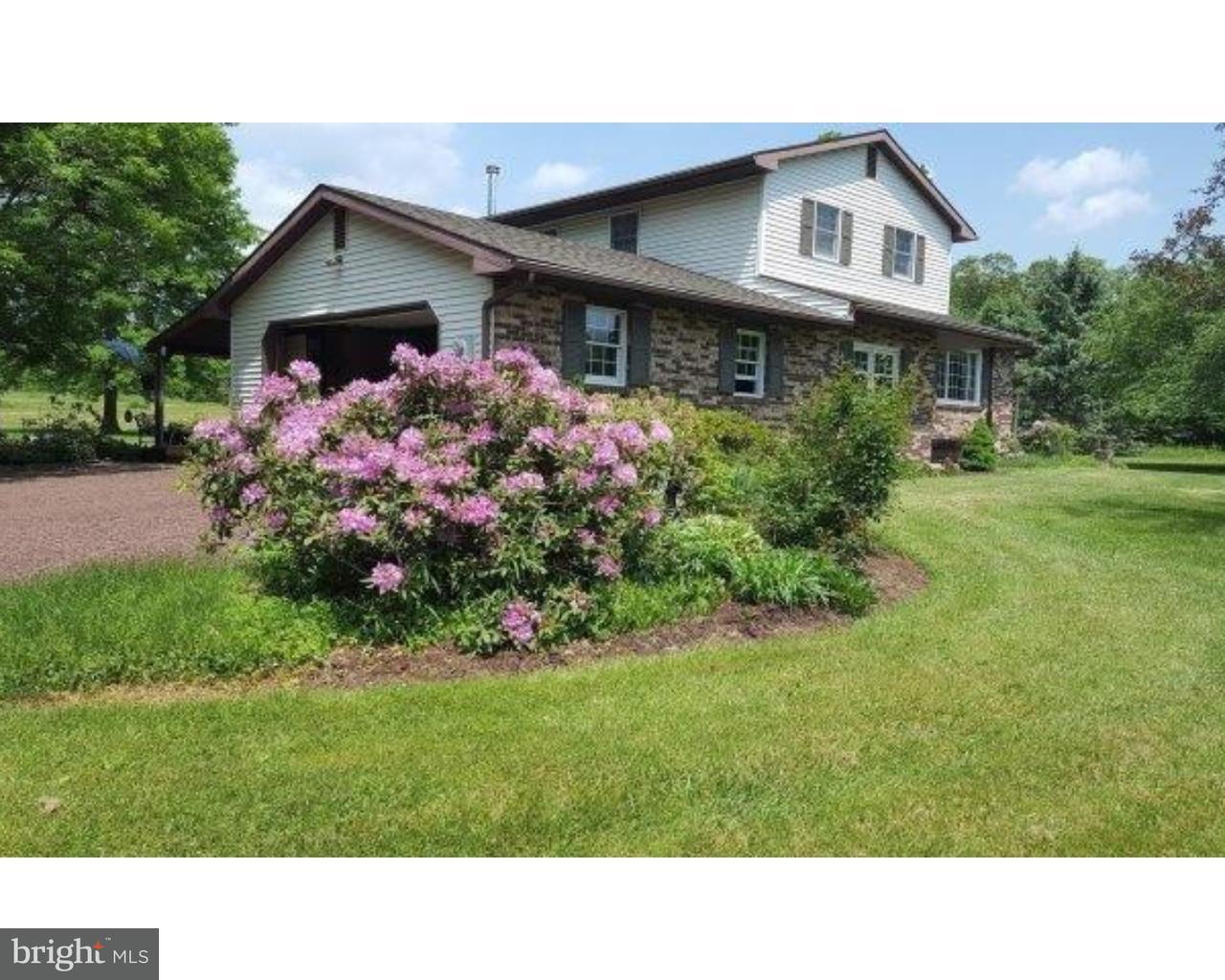 Maison unifamiliale pour l Vente à 1405 STATE Road Coopersburg, Pennsylvanie 18036 États-Unis