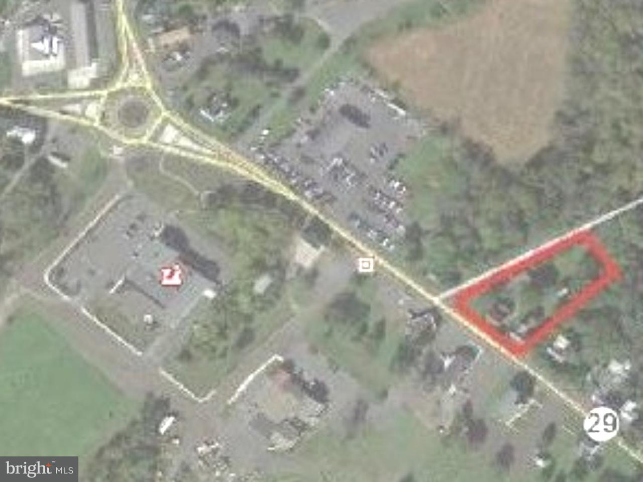 Частный односемейный дом для того Продажа на 1139/41 N GRAVEL PIKE Zieglerville, Пенсильвания 19492 Соединенные Штаты