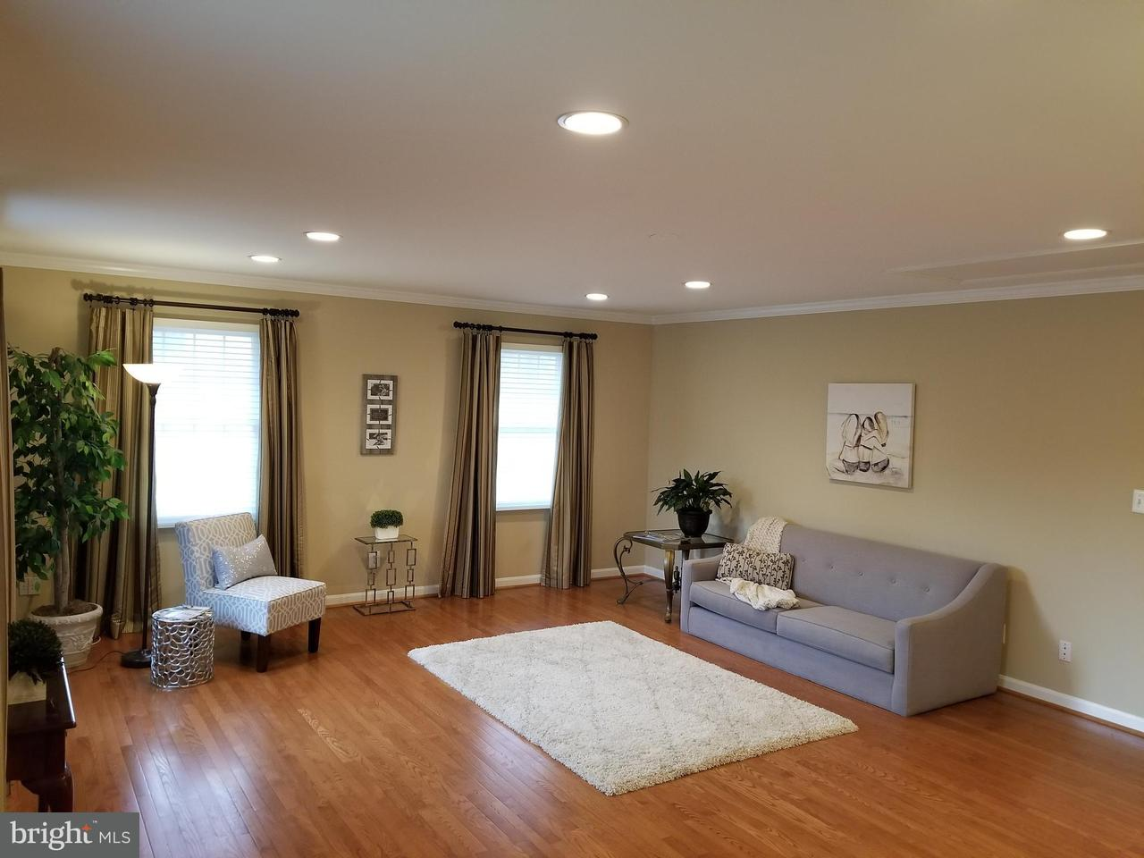 Additional photo for property listing at 10917 Woodhaven Drive 10917 Woodhaven Drive Fairfax, Virginia 22030 Stati Uniti