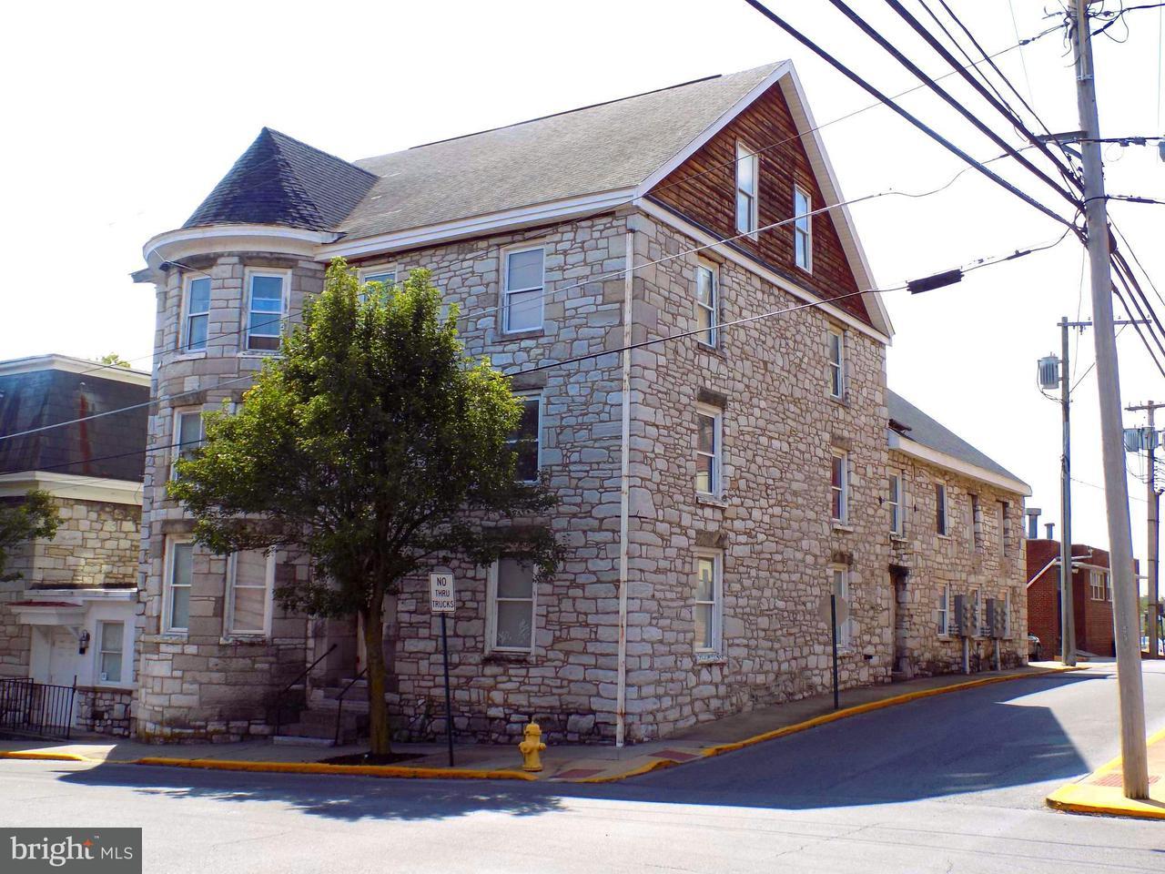 多户住宅 为 销售 在 200 W King Street 200 W King Street Martinsburg, 西弗吉尼亚州 25401 美国