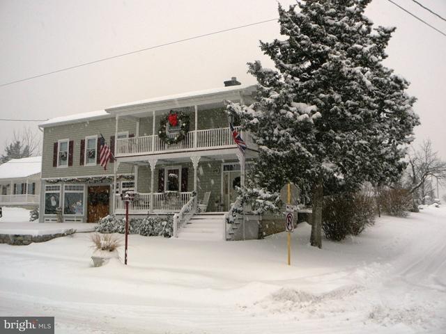 独户住宅 为 销售 在 7994 Main Street 7994 Main Street Middletown, 弗吉尼亚州 22645 美国