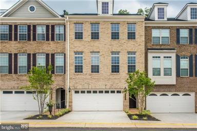 Townhouse for Sale at 7909 Turtle Creek Circle 7909 Turtle Creek Circle Gainesville, Virginia 20155 United States