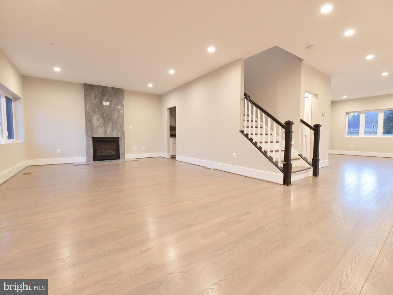Additional photo for property listing at 213 W Greenway Blvd 213 W Greenway Blvd Falls Church, 弗吉尼亞州 22046 美國