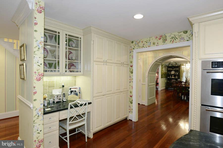Additional photo for property listing at 7007 Persimmon Tree Rd  Bethesda, Maryland 20817 United States