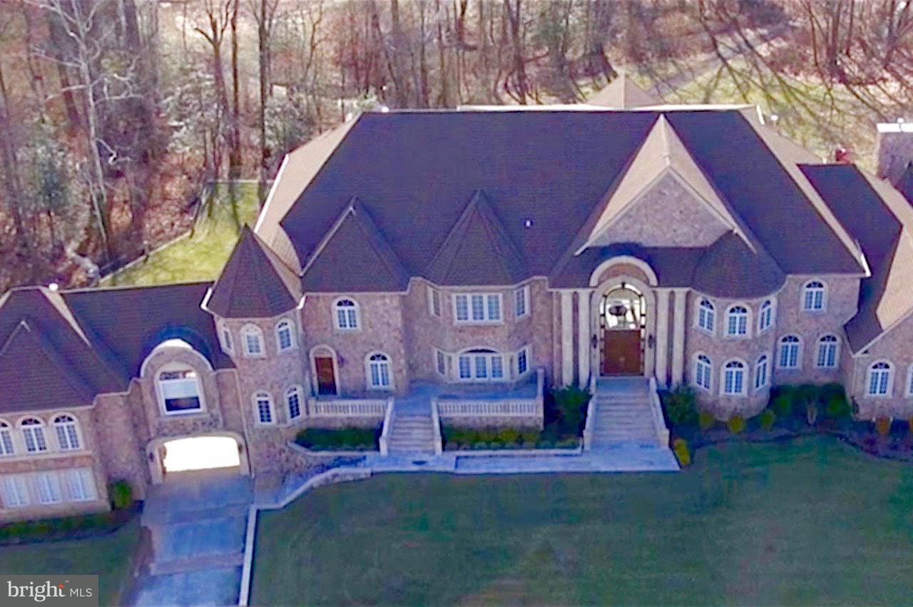 獨棟家庭住宅 為 出售 在 11705 Sugarland Road 11705 Sugarland Road Herndon, 弗吉尼亞州 20170 美國
