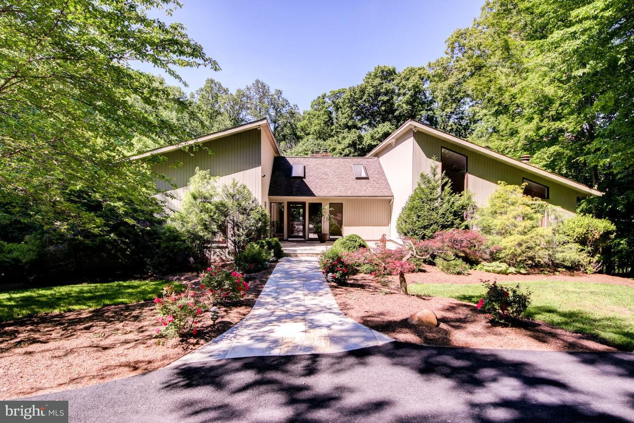 Single Family Home for Sale at 10109 Walker Lake Drive 10109 Walker Lake Drive Great Falls, Virginia 22066 United States