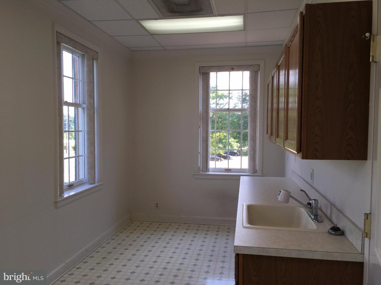 Additional photo for property listing at 550 Broadview Avenue 550 Broadview Avenue Warrenton, Virginia 20186 Stati Uniti
