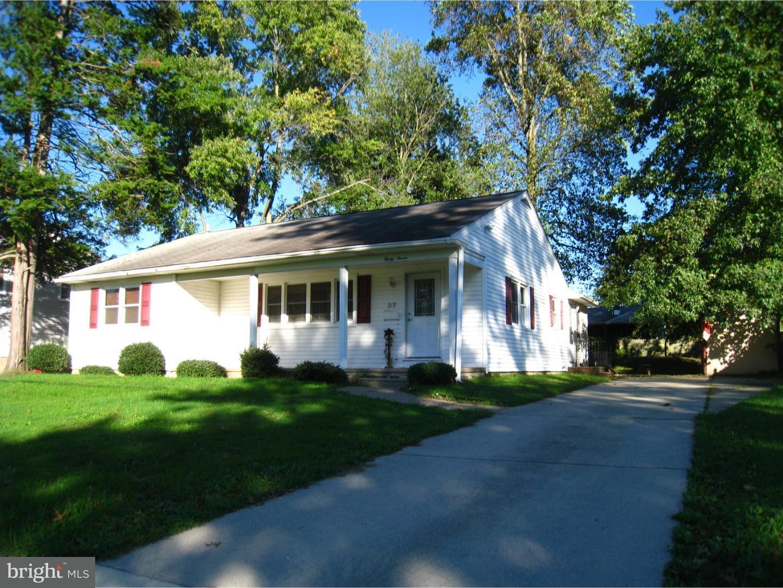 Maison unifamiliale pour l Vente à 37 WINDING WAY Road Stratford, New Jersey 08084 États-Unis
