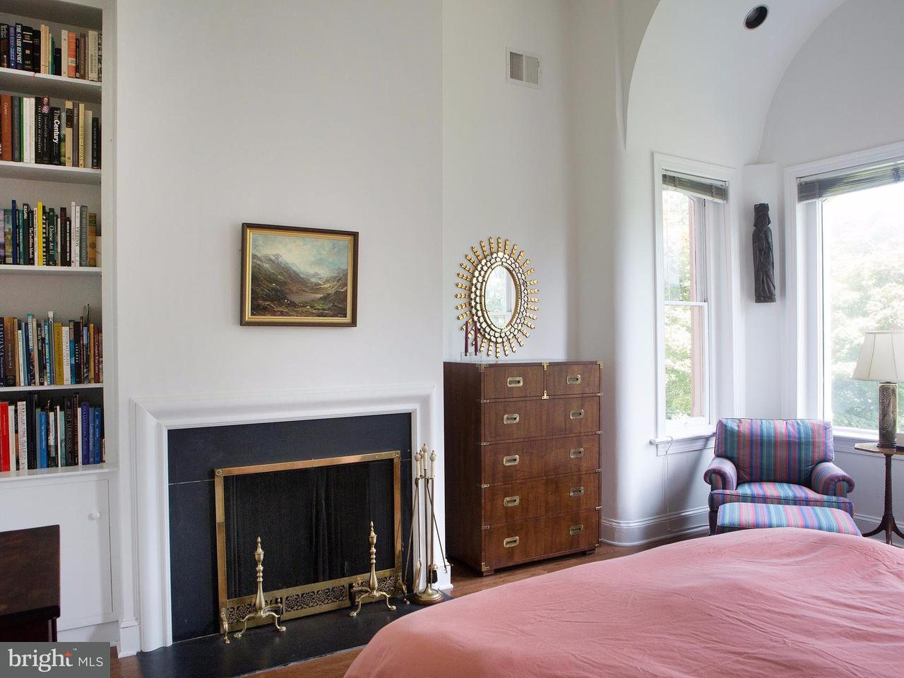 Additional photo for property listing at 323 5th St Se 323 5th St Se Washington, Округ Колумбия 20003 Соединенные Штаты