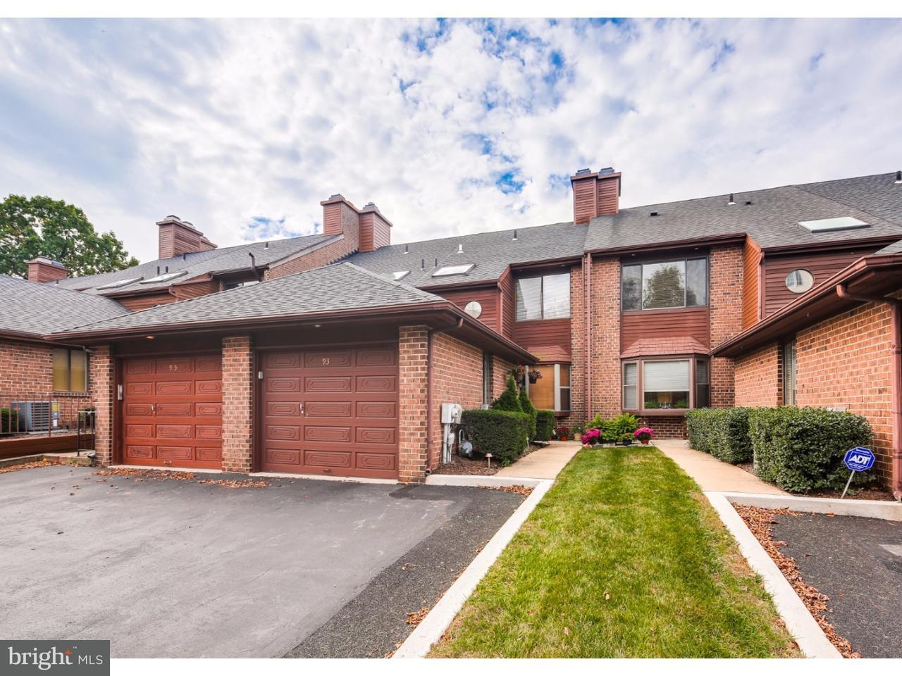 Maison accolée pour l Vente à 93 TIMOTHY Circle Radnor, Pennsylvanie 19087 États-Unis