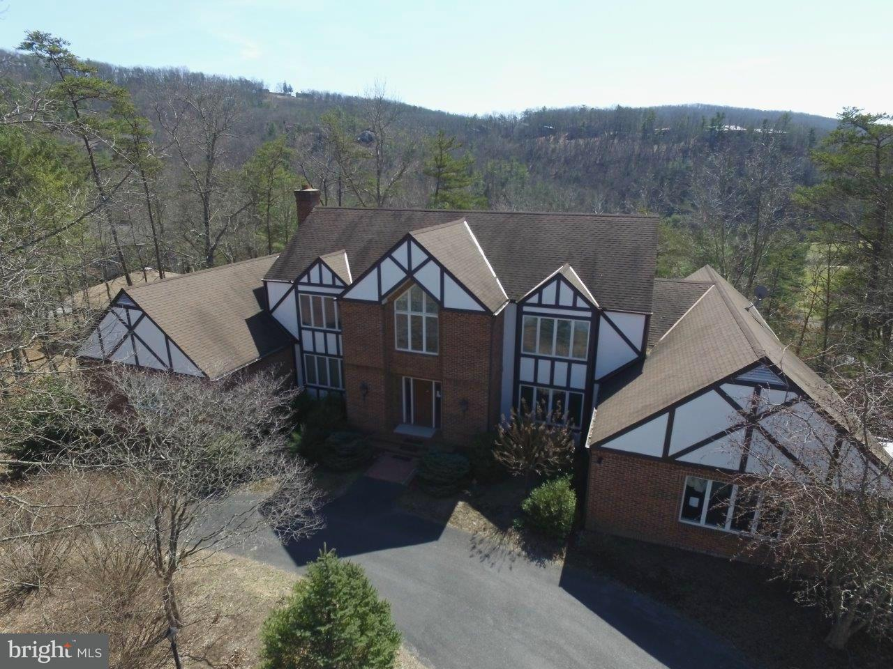 Single Family for Sale at 604 Nicklaus Dr Basye, Virginia 22810 United States