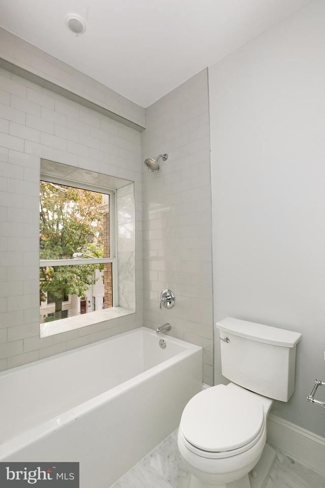 Additional photo for property listing at 1717 Euclid St Nw #4 1717 Euclid St Nw #4 Washington, Distrito De Columbia 20009 Estados Unidos