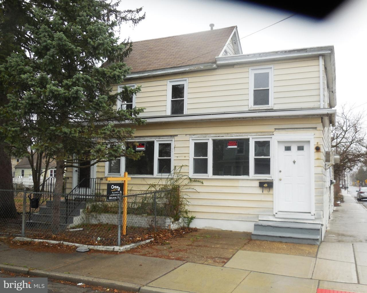 Duplex pour l Vente à 101 W BUCK Street Paulsboro, New Jersey 08066 États-Unis