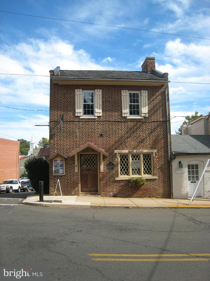Additional photo for property listing at 49 Culpeper St  Warrenton, Virginia 20186 United States