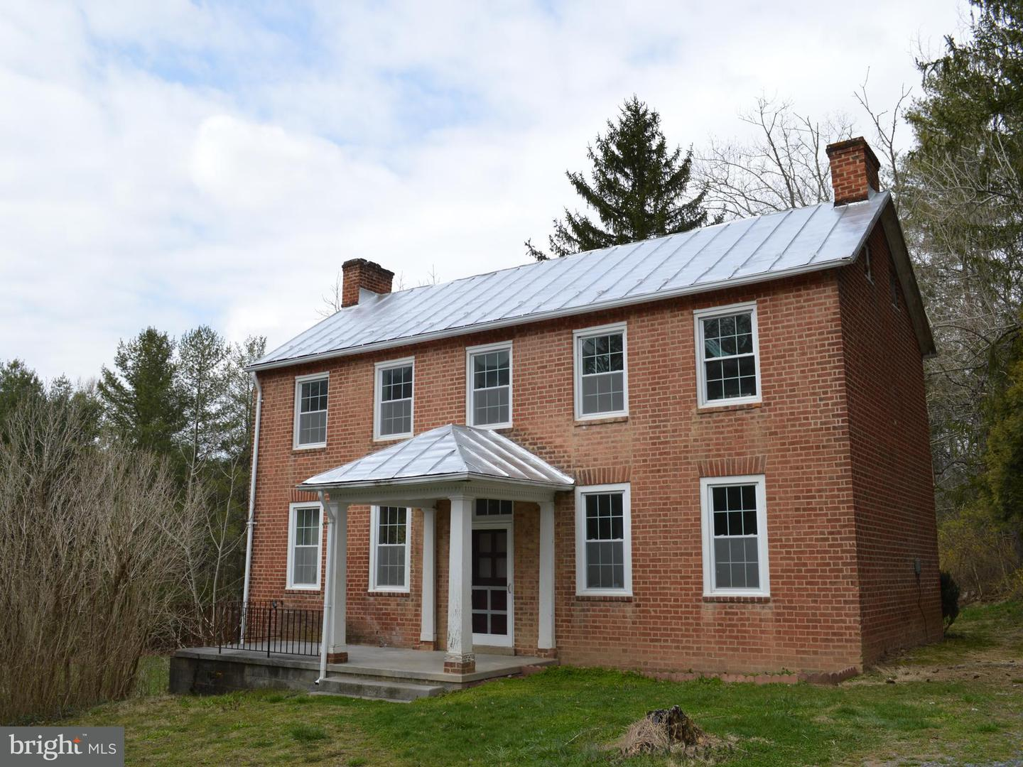 Single Family for Sale at 710 Cedar Creek Rd Star Tannery, Virginia 22654 United States
