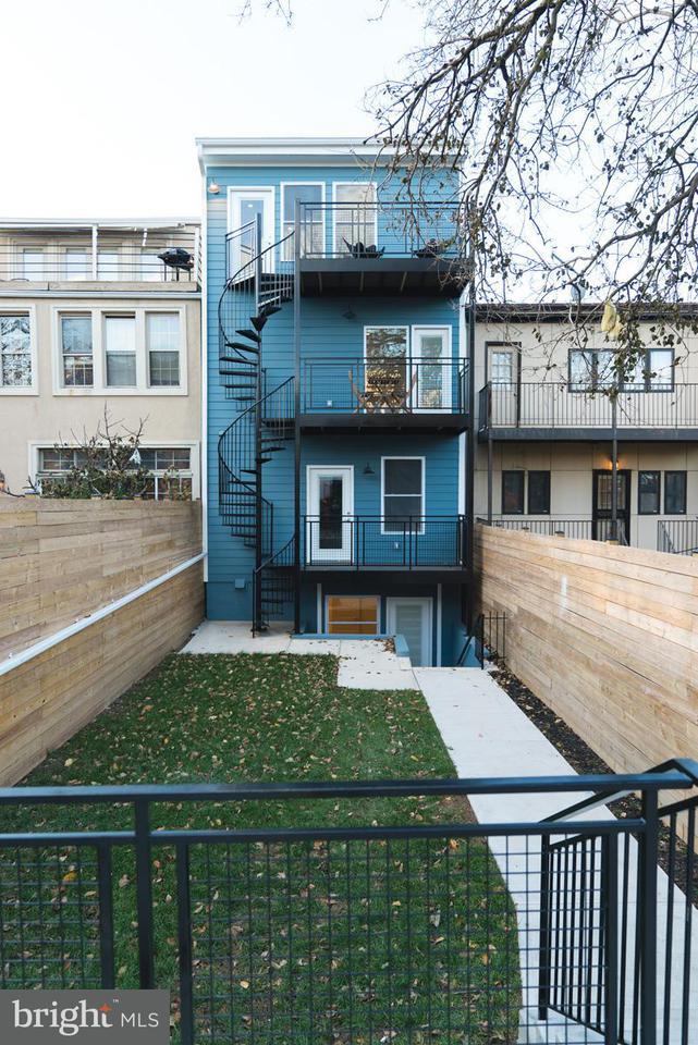 Additional photo for property listing at 3911 Kansas Ave Nw #Unit 2 3911 Kansas Ave Nw #Unit 2 Washington, Distrito De Columbia 20011 Estados Unidos