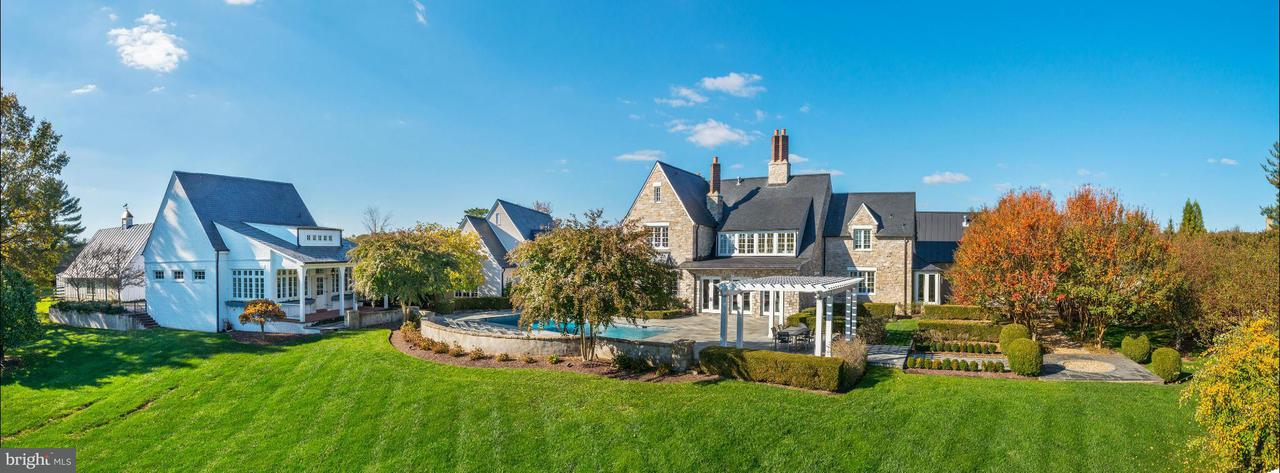 Single Family for Sale at 10700 Red Barn Ln Potomac, Maryland 20854 United States